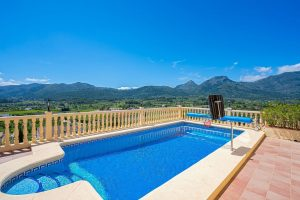 Gorgeous Home With Private Swimming Pool